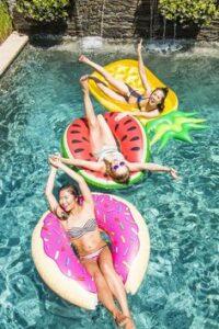 Cuál es el Mejor Flotador de Piscina para Adultos