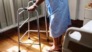 Cómo actuar ante una caída de un anciano 5